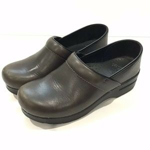 Dansko Professional Clog Leather Stapled Shoes